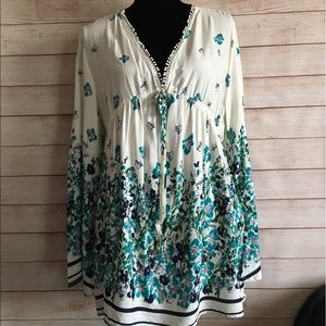Suzanne Betro floral long sleeve v-neck bell sleev
